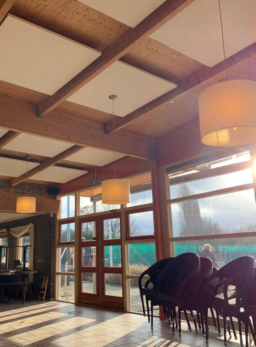 akoestisch plafondeiland kantine clubhuis