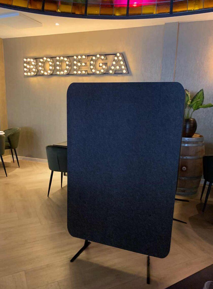 akoestisch scherm chrome restaurant