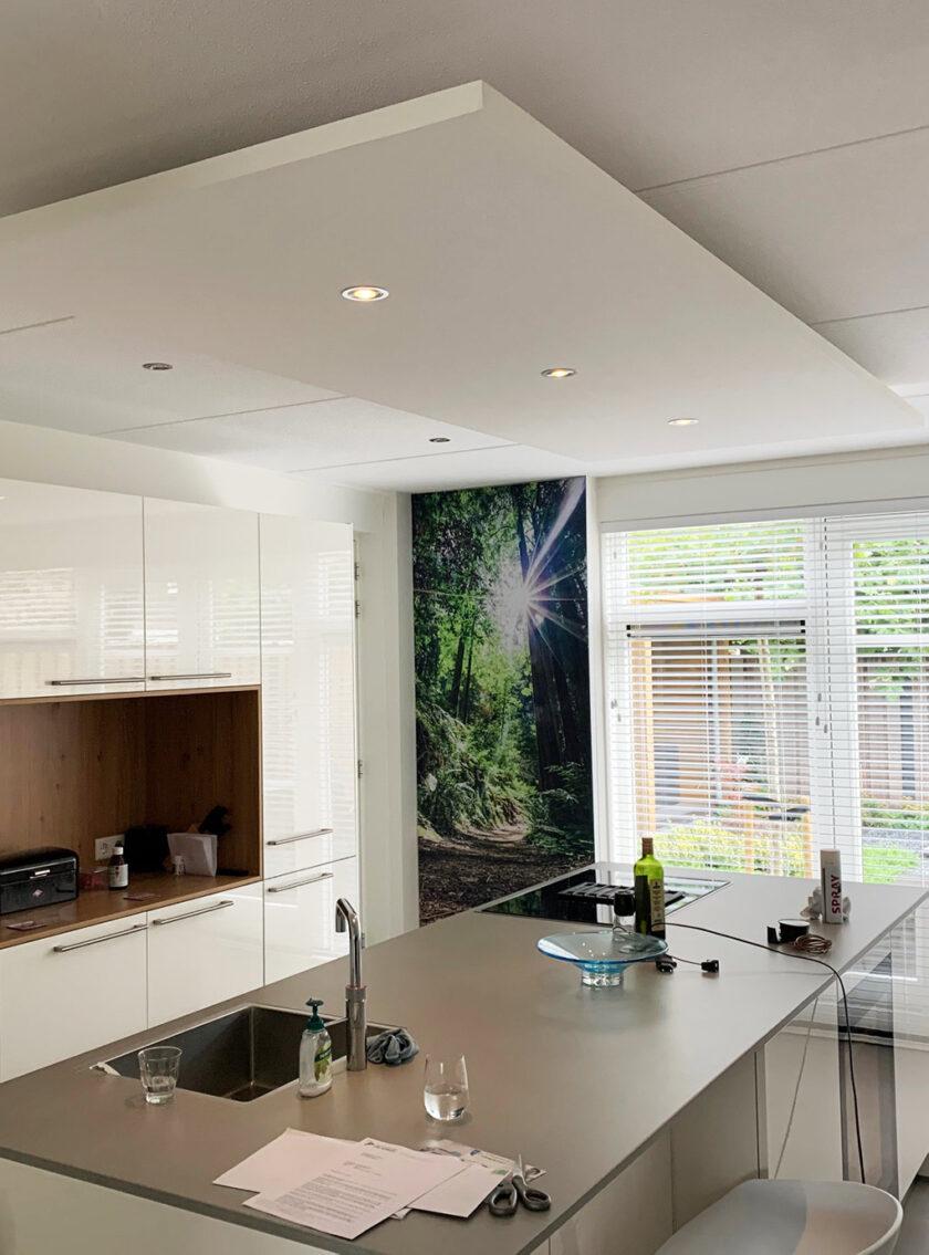 akoestisch plafondeiland kaderloos keuken aanrecht verlichting