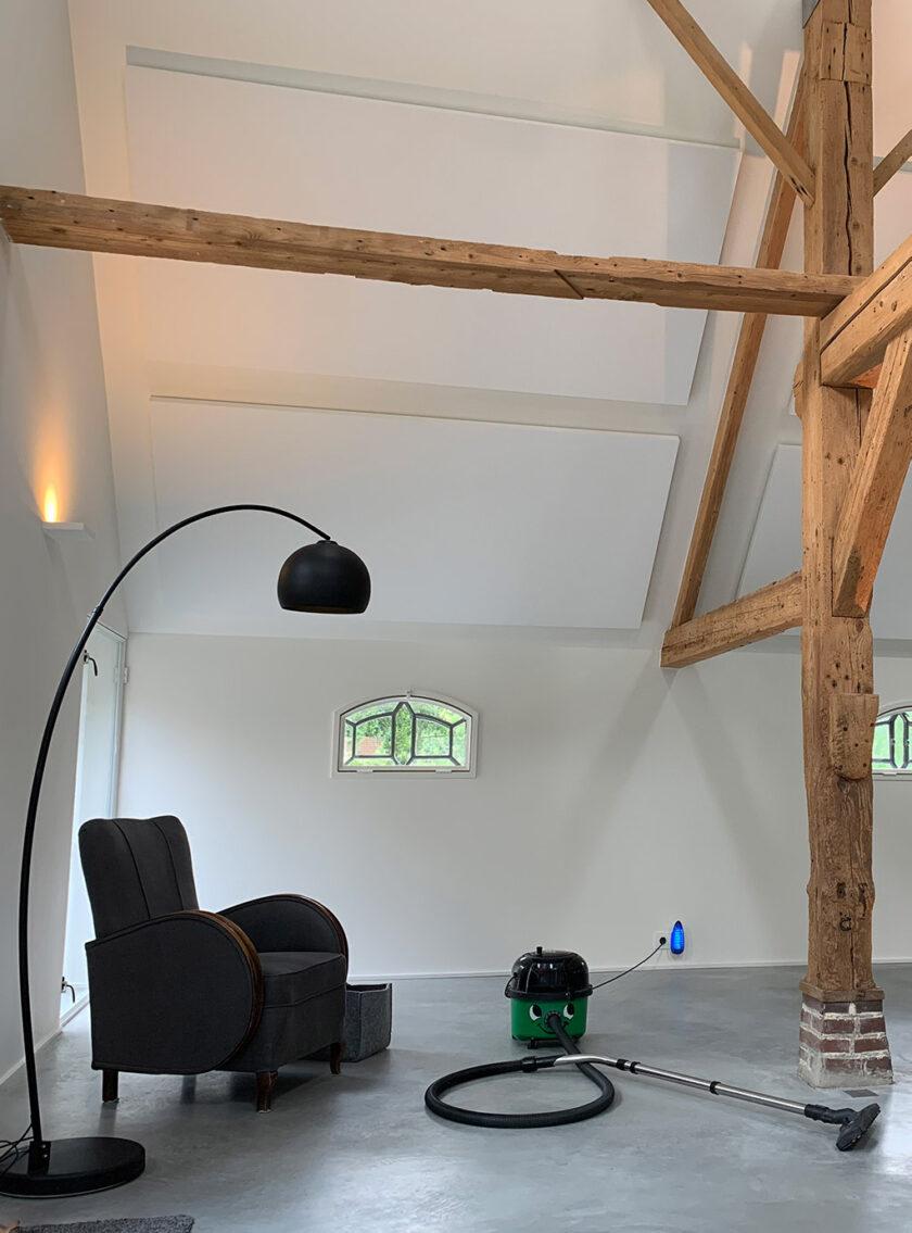 akoestisch plafondeiland kaderloos woonkamer