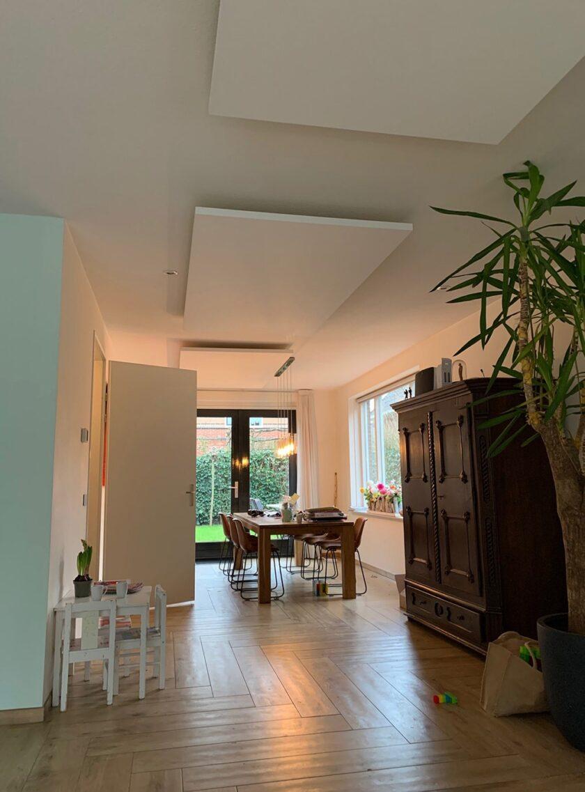 akoestisch plafondeiland kaderloos woonkamer woning