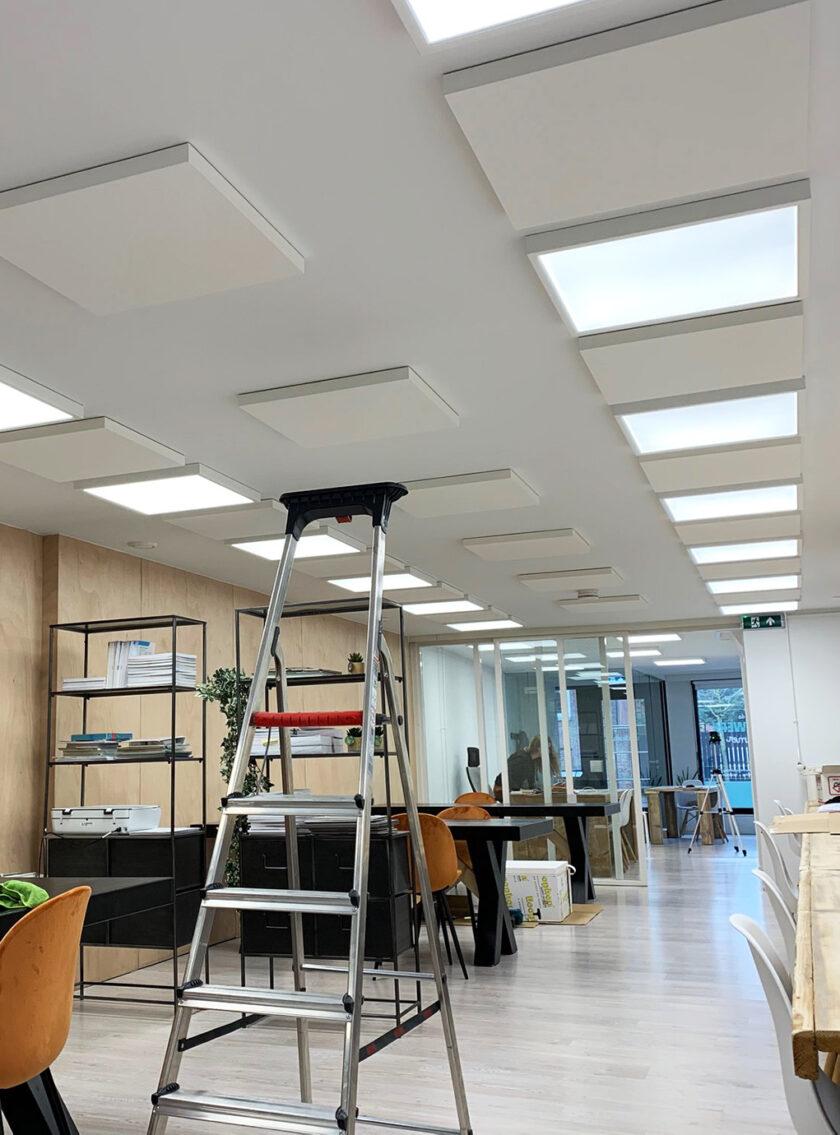 akoestisch plafondpaneel direct control klaslokaal huiswerkklas